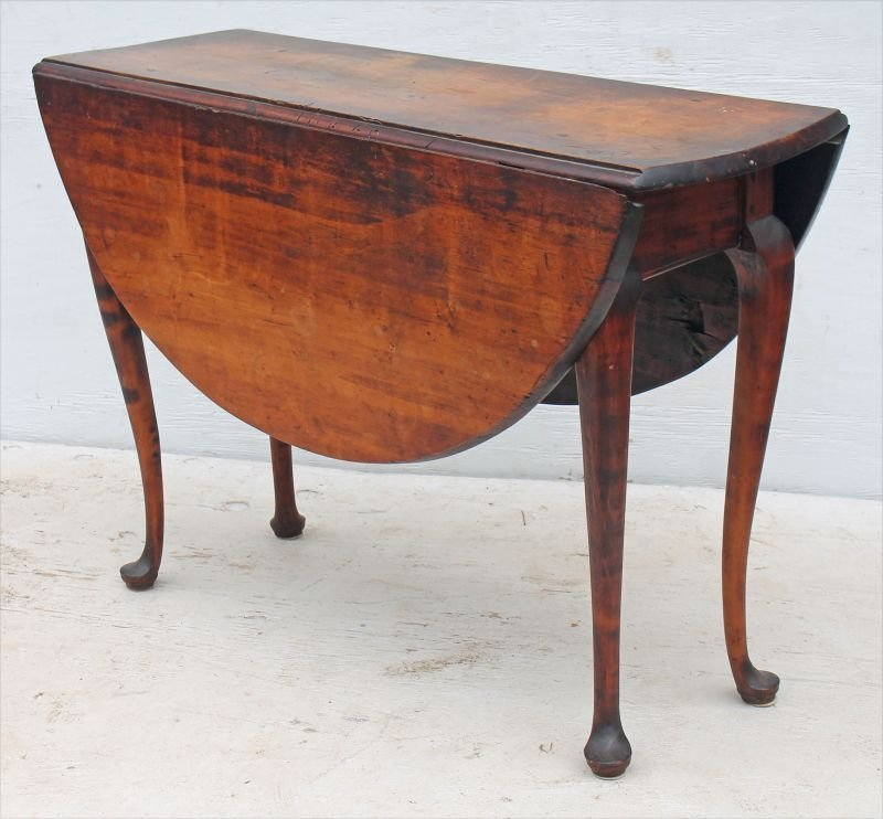 Fine QA period ca 1740 MA dropleaf table on cabriole