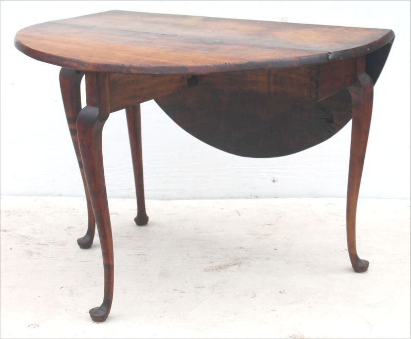Fine QA period ca 1740 MA dropleaf table on cabriole - 2