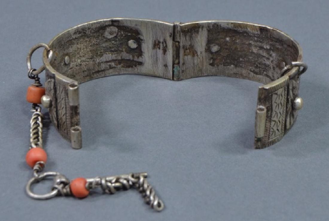Two North African Silver Cuff Bracelets - 3