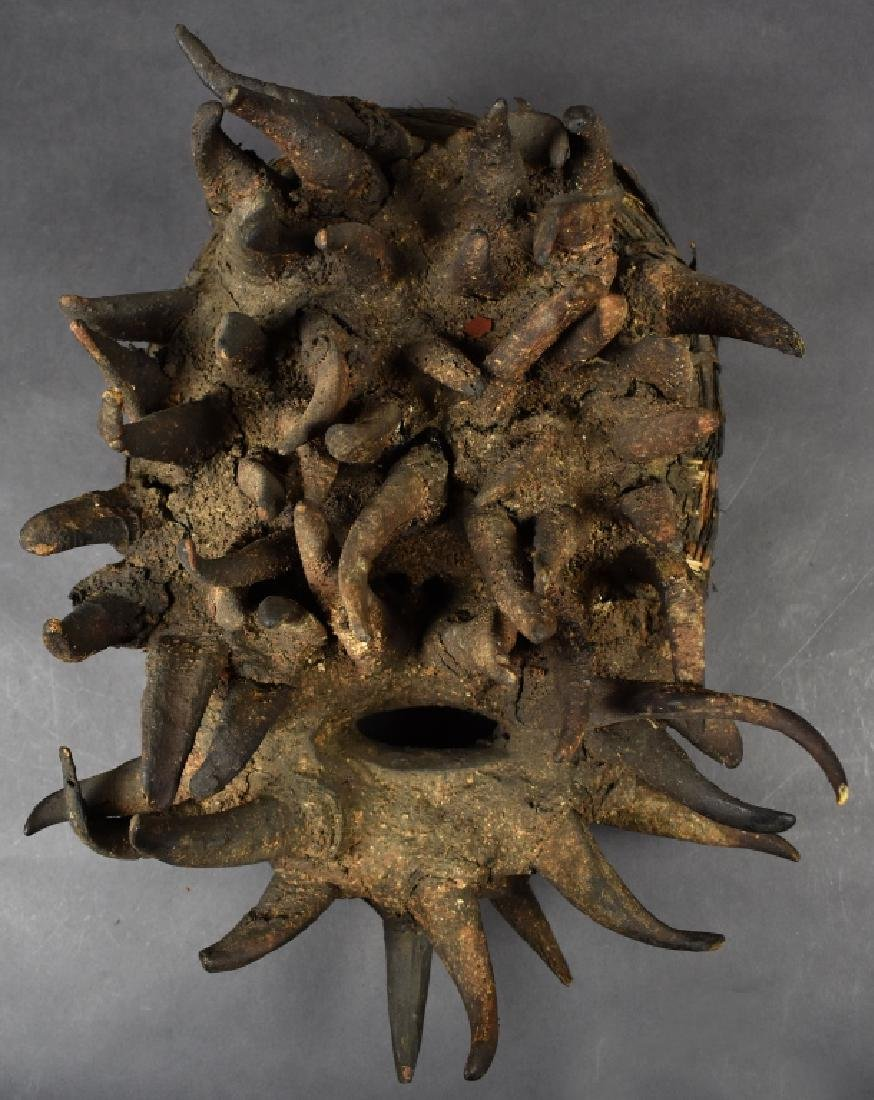Bete-Gere Face Mask with Horns