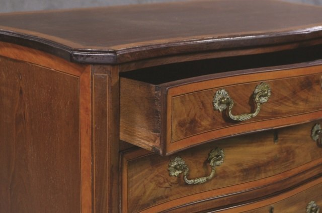 English Mahogany Serpentine Front Chest - 2