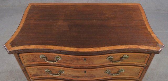 English Mahogany Serpentine Front Chest - 3