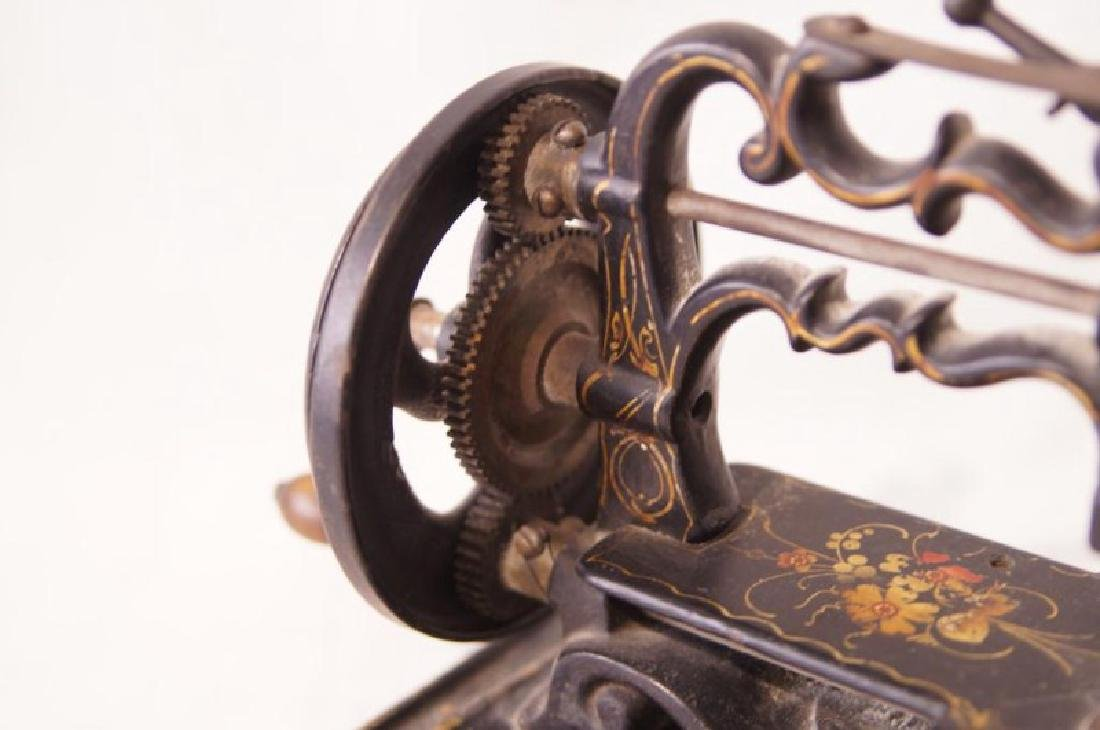 Victorian Cast Iron sewing machine - 4