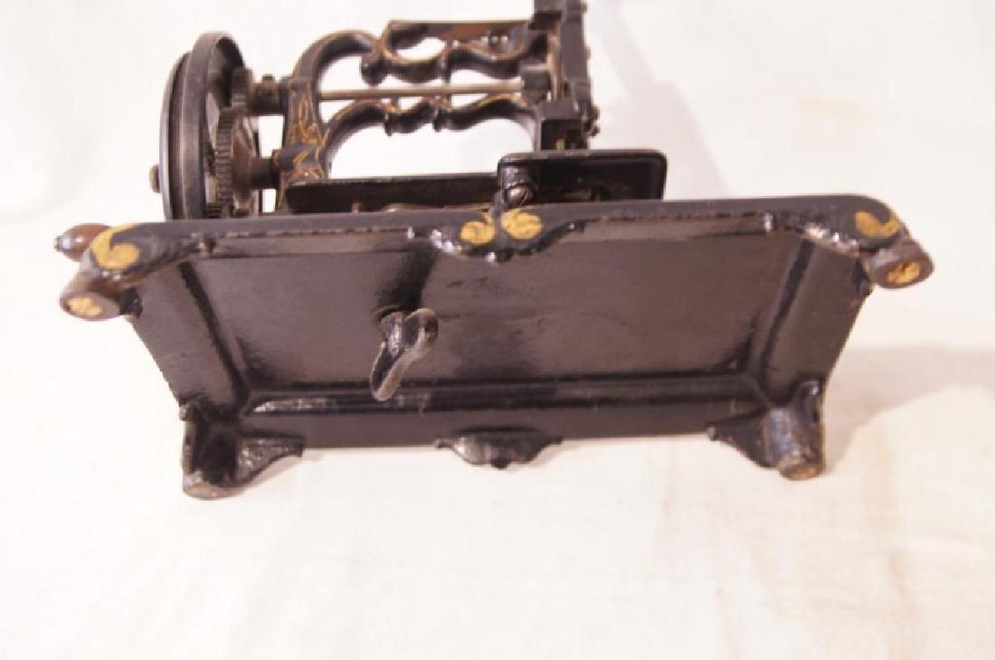 Victorian Cast Iron sewing machine - 6