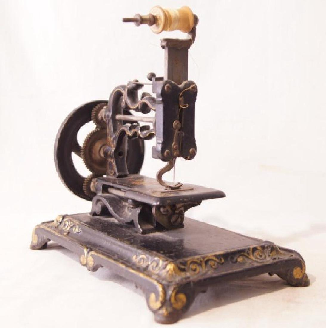 Victorian Cast Iron sewing machine - 7