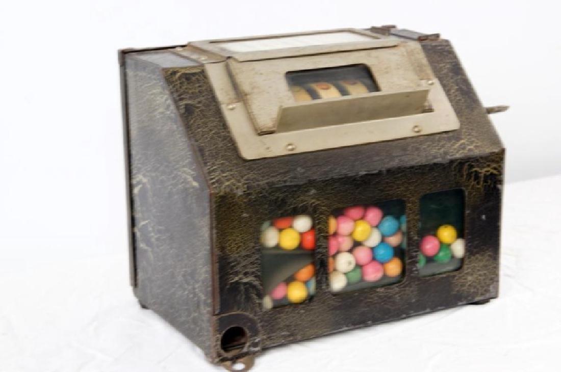 The Lark Coin-operated gum vending machine - 3