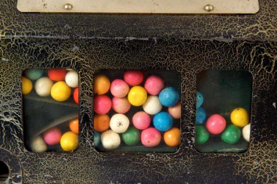 The Lark Coin-operated gum vending machine - 5