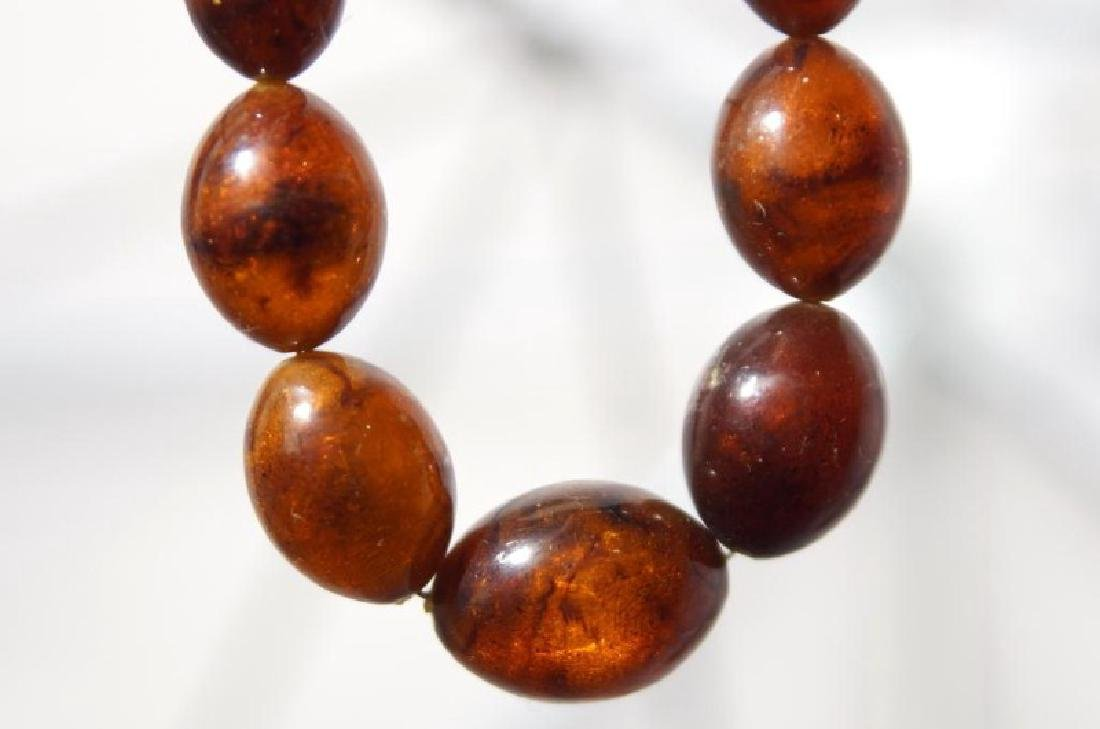 Two vintage natural amber necklaces - 5