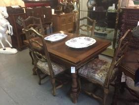 19th c. Walnut draw leaf dining table & 4 chairs