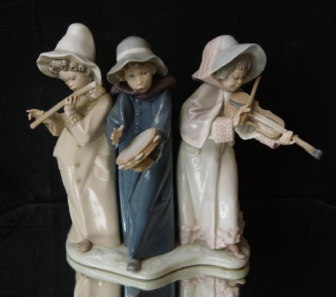 """Lladro statue 9.5"""" x 11"""" x 5.5"""""""