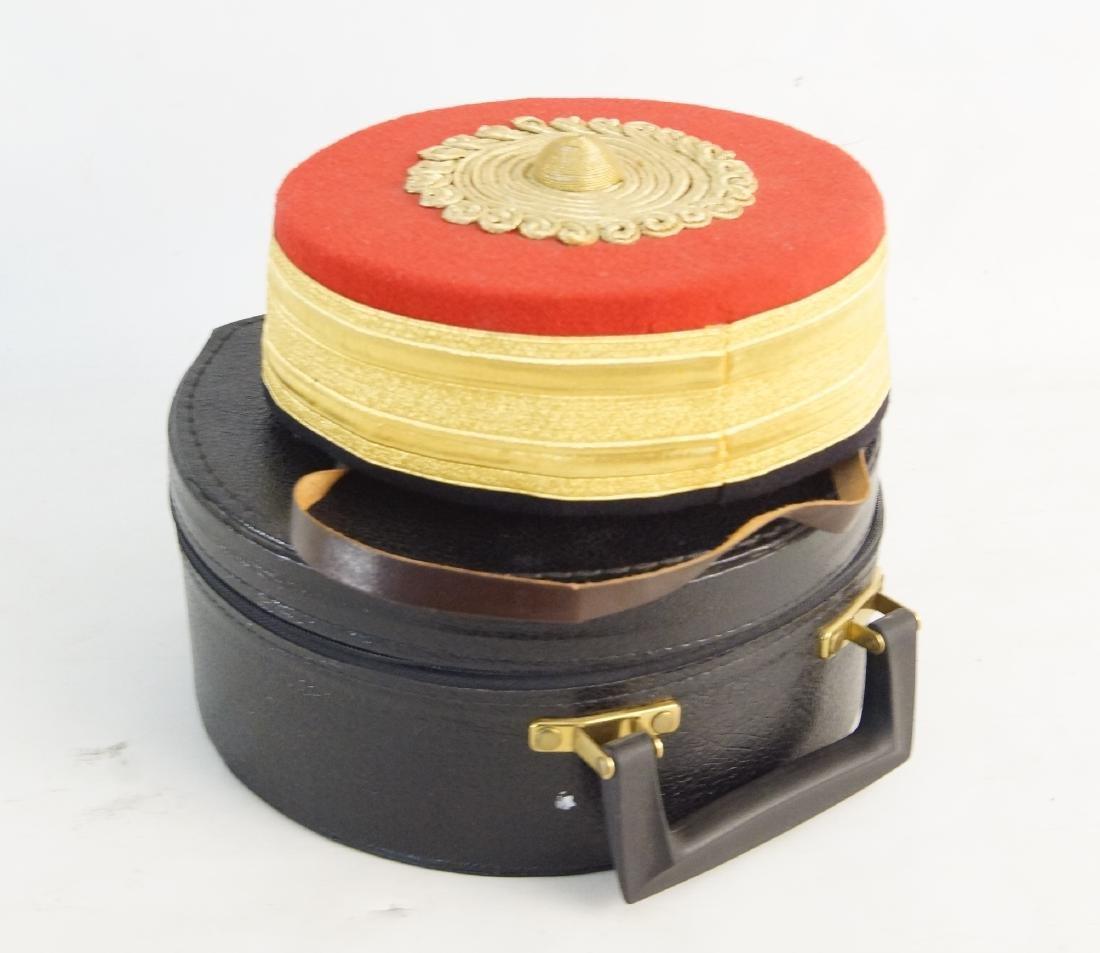 Fancy felt gold round hat -- hat case