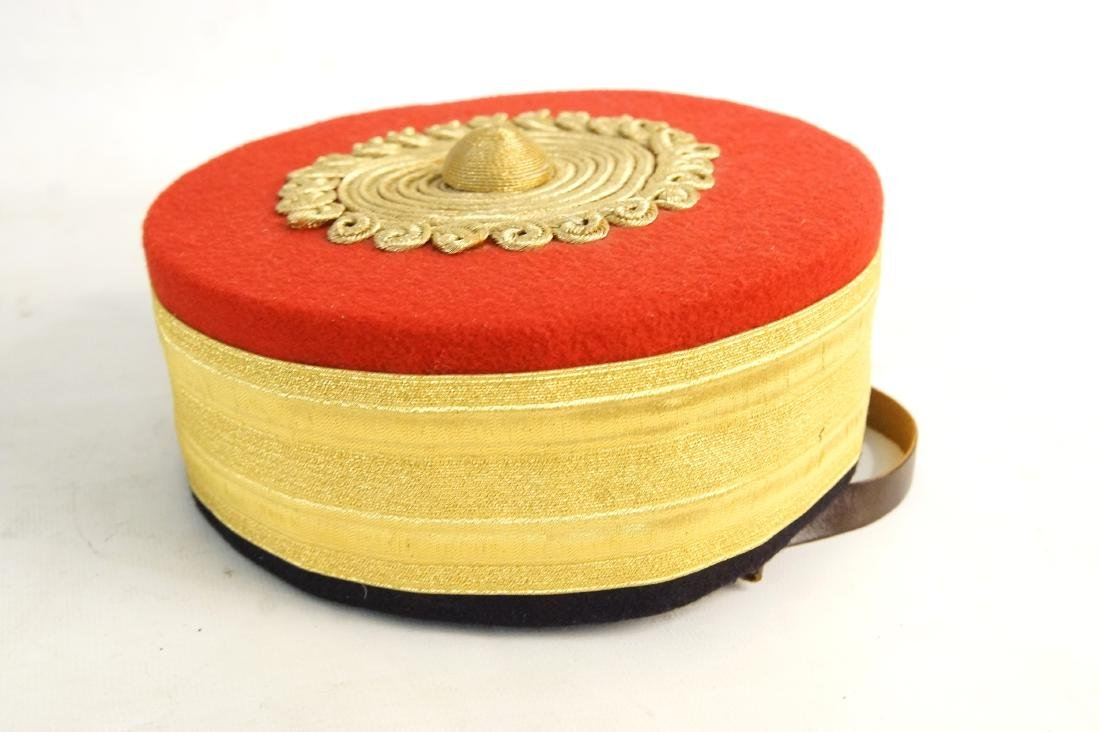 Fancy felt gold round hat -- hat case - 3