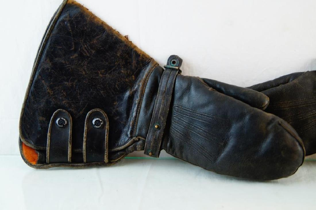 Antique motorcycle gloves