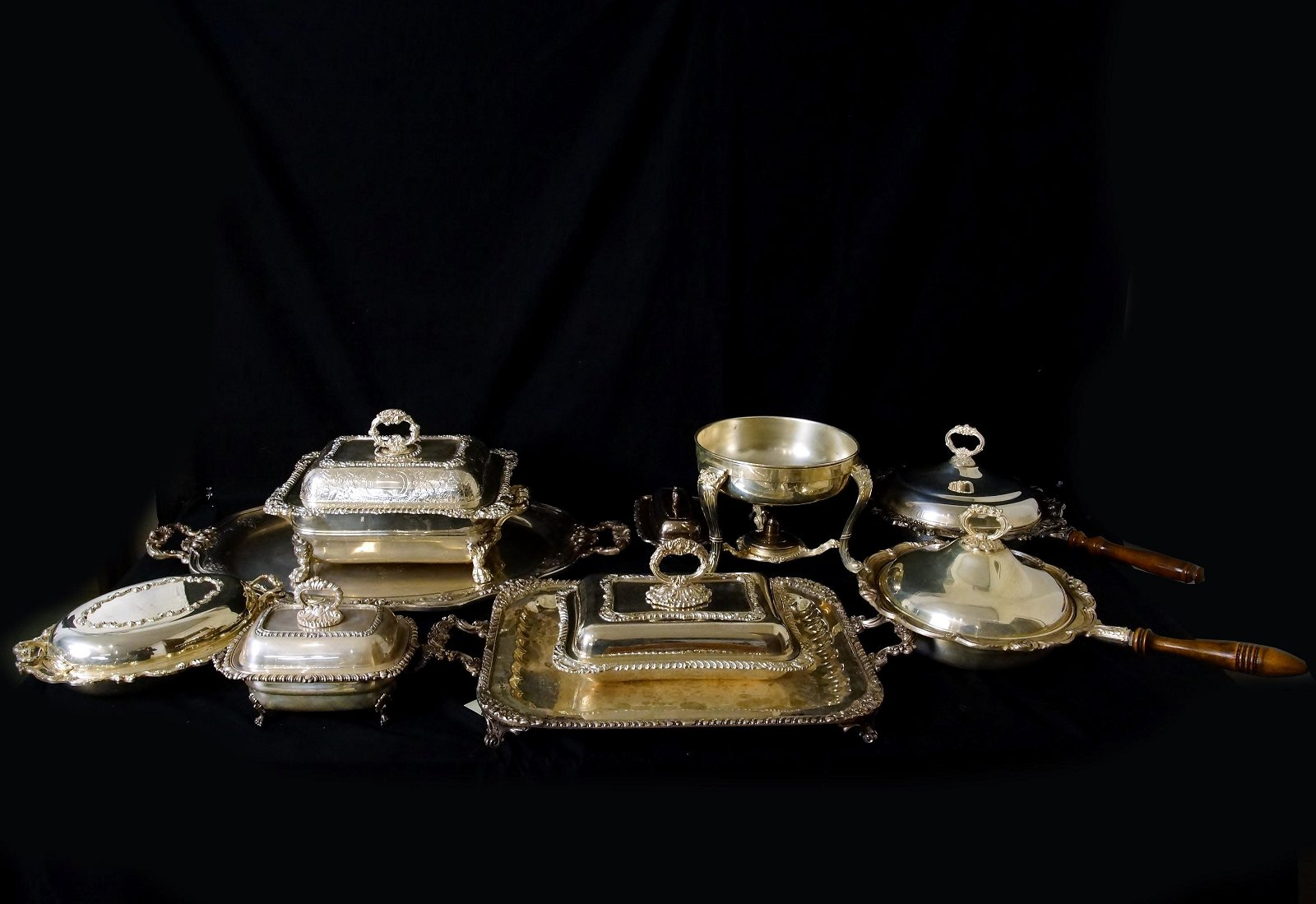 Collection Fancy Silver holloware serving pieces