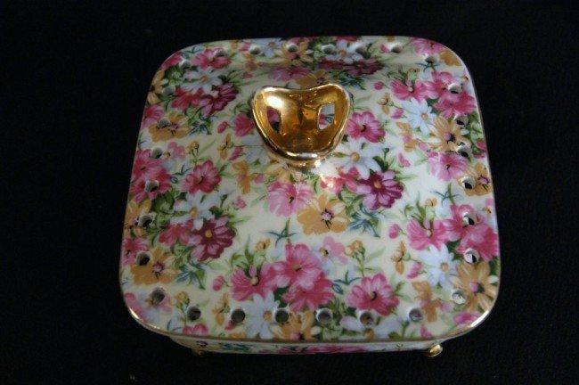 8: Porcelain footed bowl & 2 ginger jars - 3pcs
