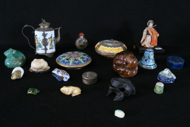 1: Oriental lot - enameled miniatures frogs, jade carvi