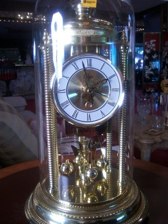 7: Elgin anniversary clock w glass dome