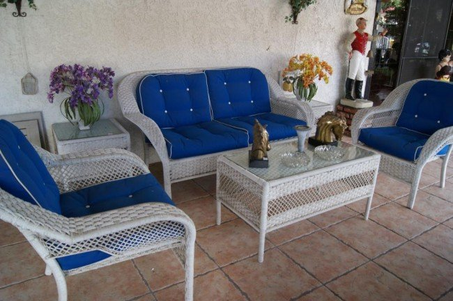 19: 6pc Wicker patio sofa & table set