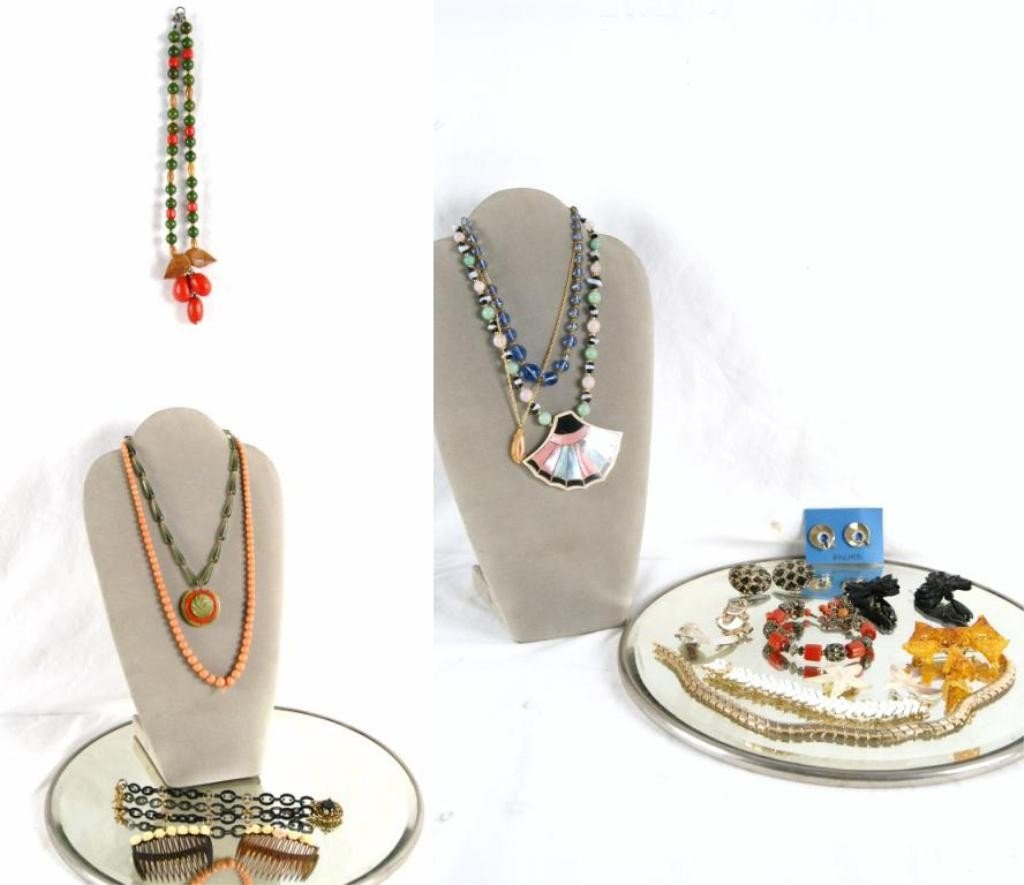 13A: Collection of Vintage Bakelite and costume jewelry