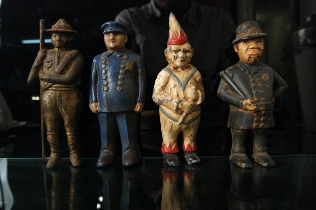 8: Antique Cast Iron Banks WWI, 2 policeman and clown