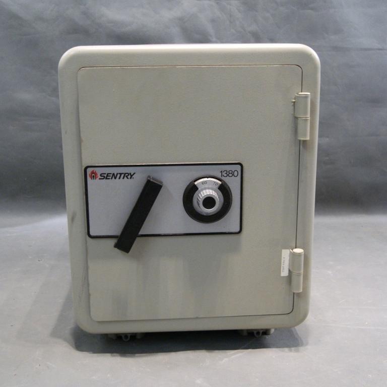 31: Sentry Safe model 1380