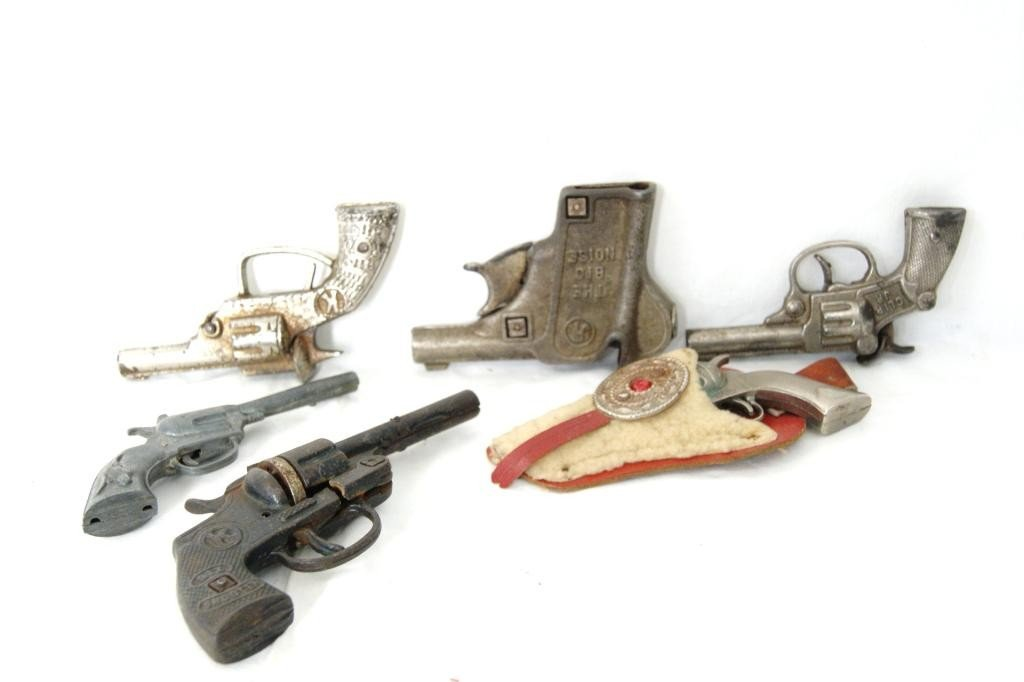33: Collection of 6 Vintage toy guns