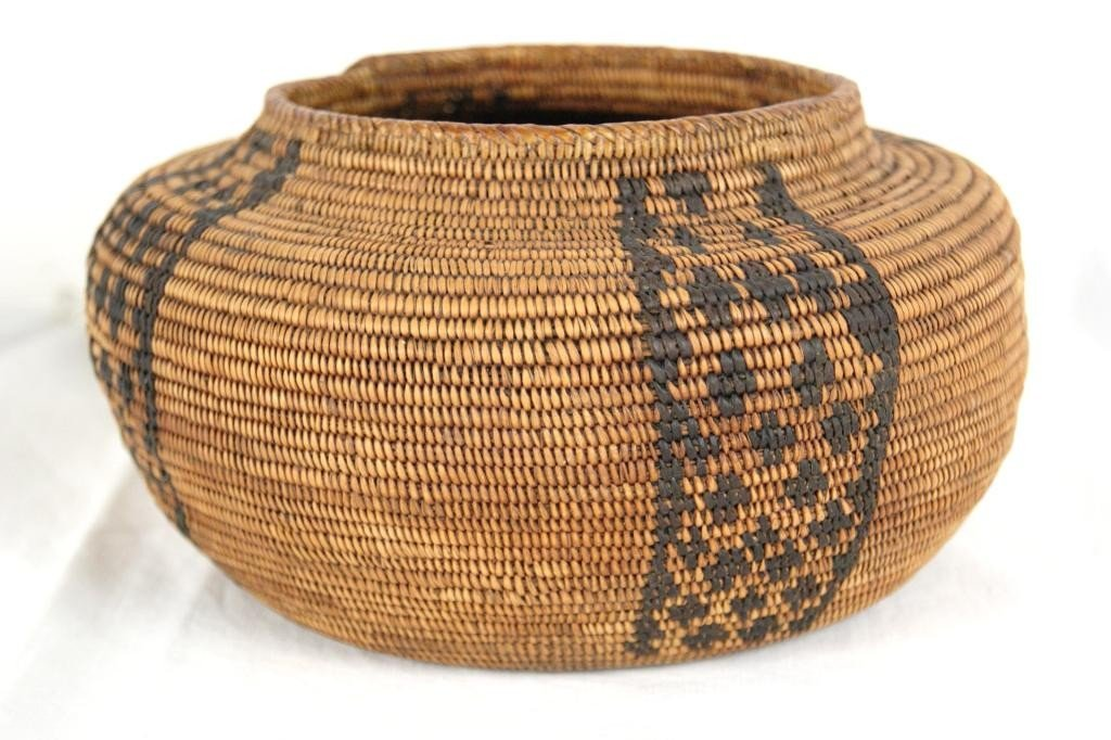 "71A: Yokut (Calif) basket  7.5""D  4.25""H"