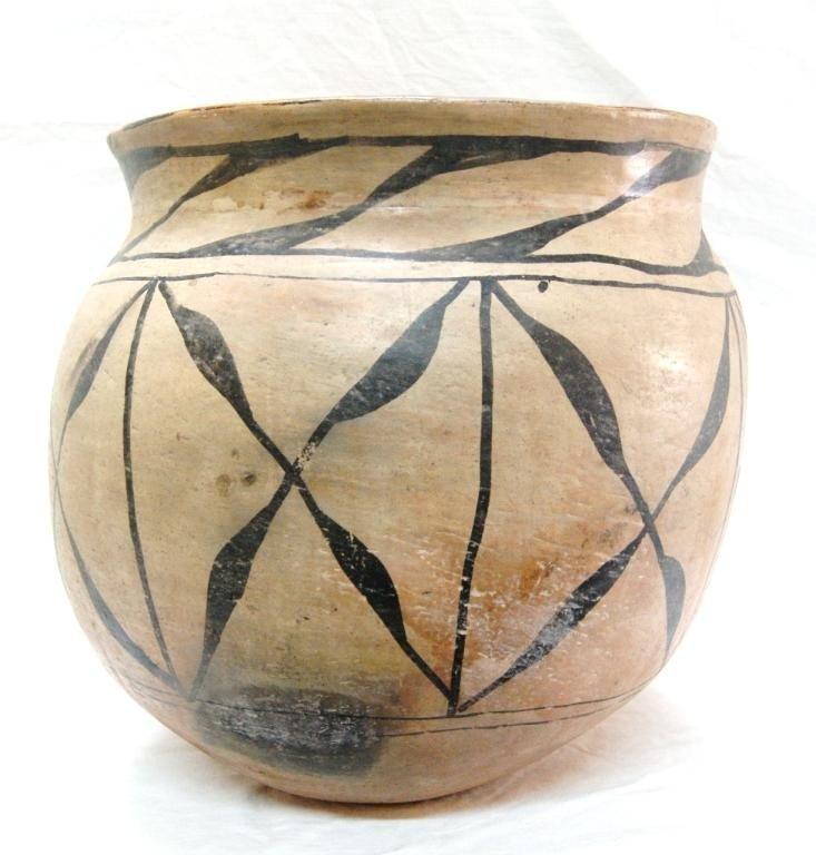 """189: Cochiti Pueblo large pot - 13.75""""h   14""""d"""