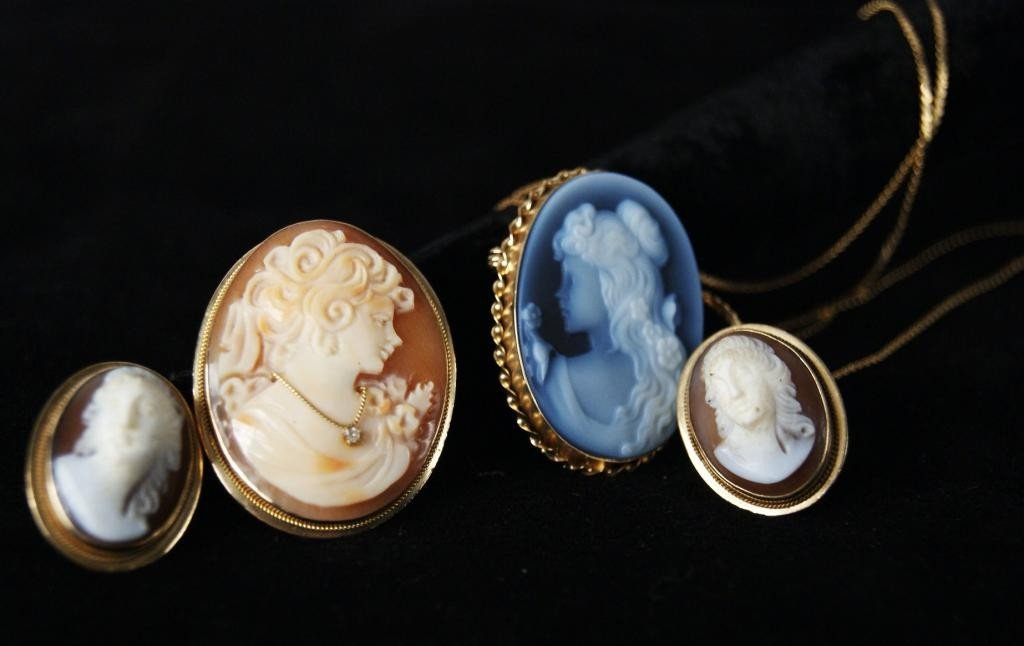 5: Group of 14kt y gold cameo jewelry