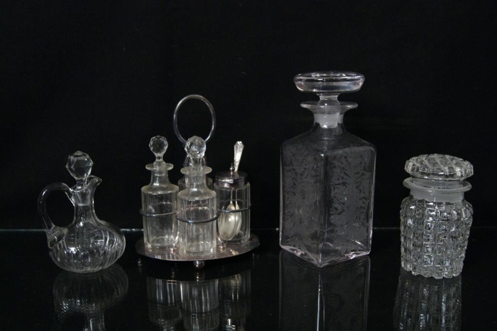 18: Antique cruet Set
