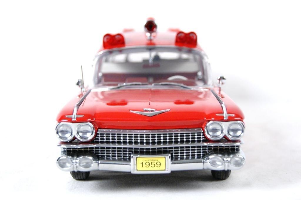 121: 1959 Cadillac Crown Royale Ambulance 1:18 DieCast - 3