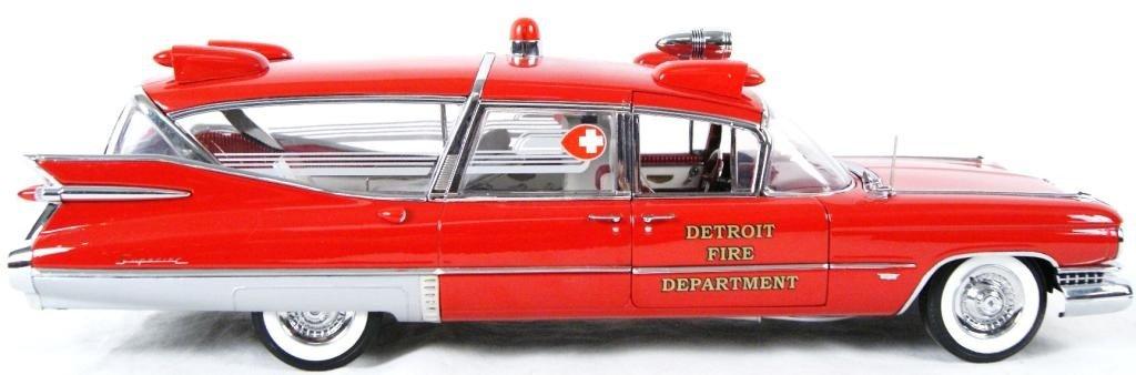 121: 1959 Cadillac Crown Royale Ambulance 1:18 DieCast - 4