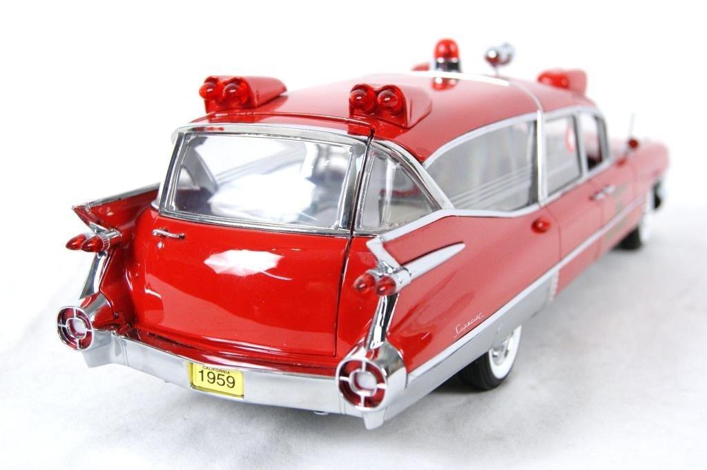 121: 1959 Cadillac Crown Royale Ambulance 1:18 DieCast - 5