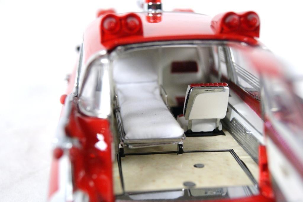 121: 1959 Cadillac Crown Royale Ambulance 1:18 DieCast - 6