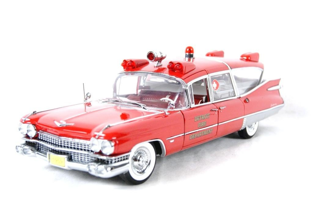 121: 1959 Cadillac Crown Royale Ambulance 1:18 DieCast - 8