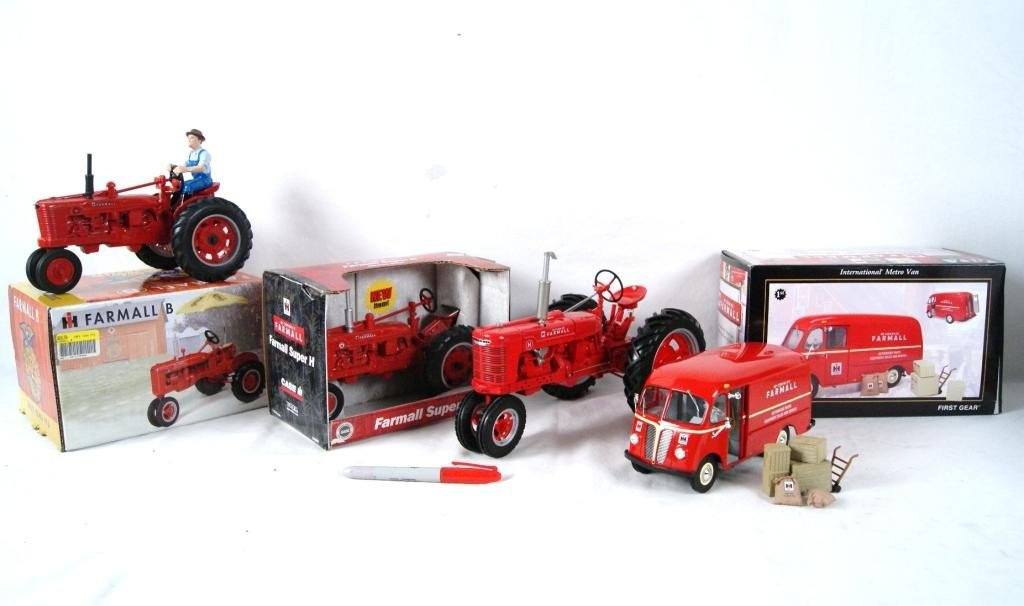 4: Collection of 4 Die Cast International harvesters