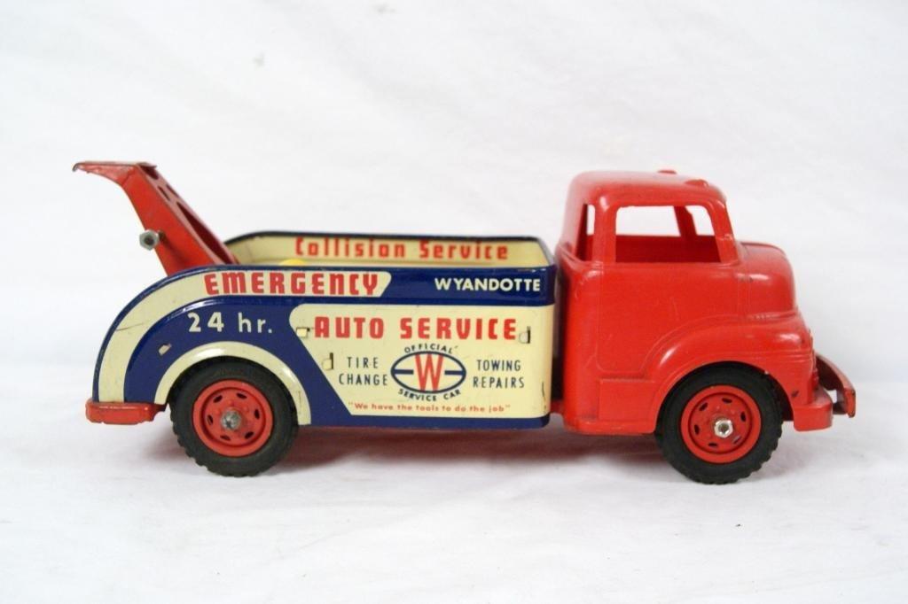 10: 1950's Wyandotte Emergency Vehicle Tow Truck