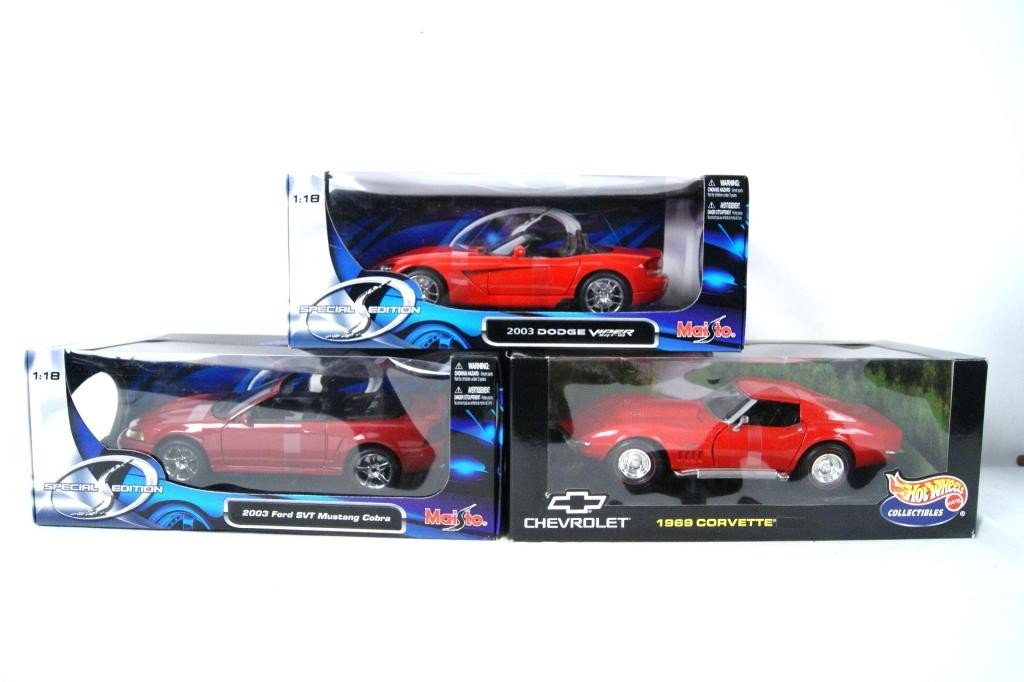 11: Collection of 3 Exotic NIB die cast 1:18 cars