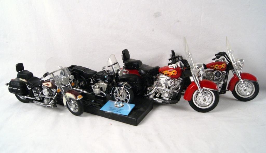 16: 4 Die cast motorcycles - Harleys BMW