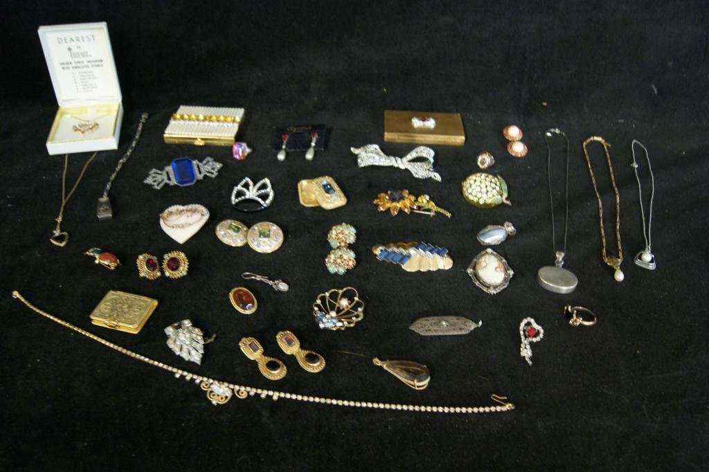 1: Vintage jewelry lot - compacts, necklaces, brooches