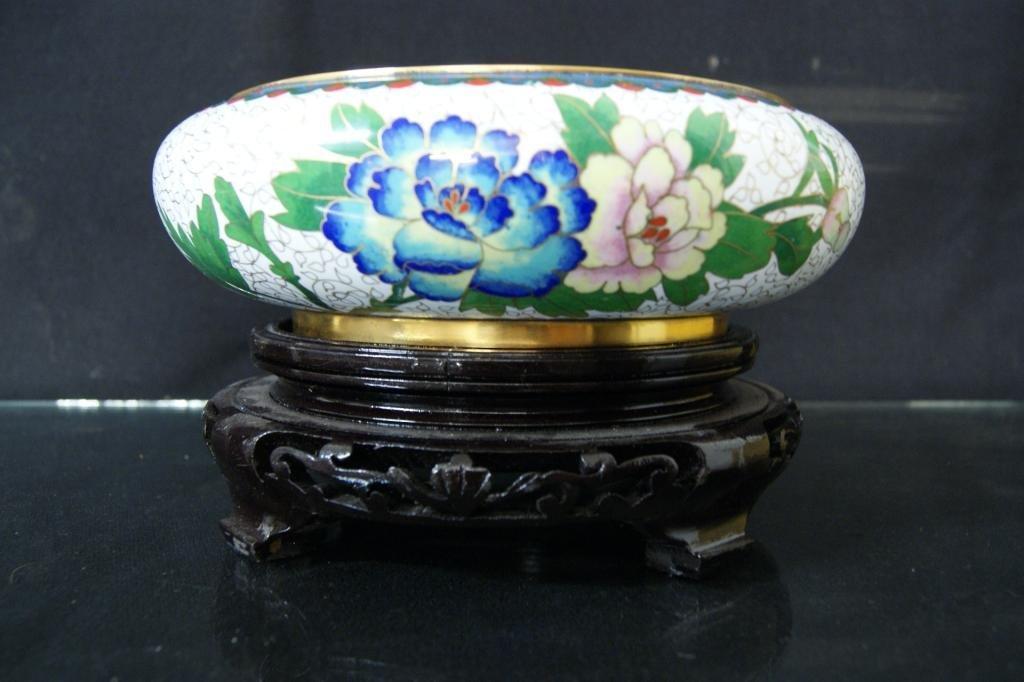 6: Chinese white cloisenee vase w stand in orig box