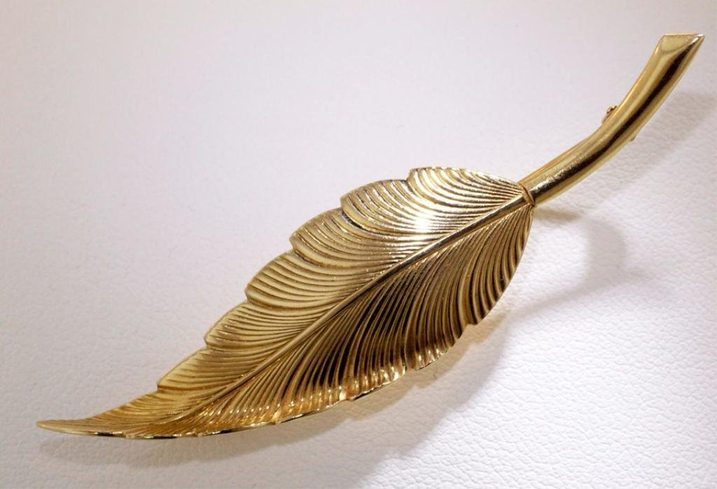 11: Tiffany 14K Yellow gold feather brooch