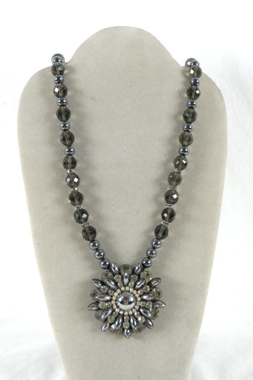 "16: 32"" Vintage Crystal & Hematite necklace"