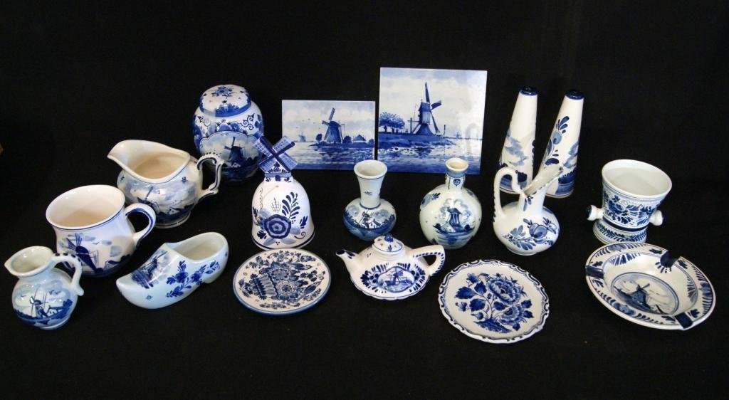 1: Collection of Delft miniatures - bell, tiles +