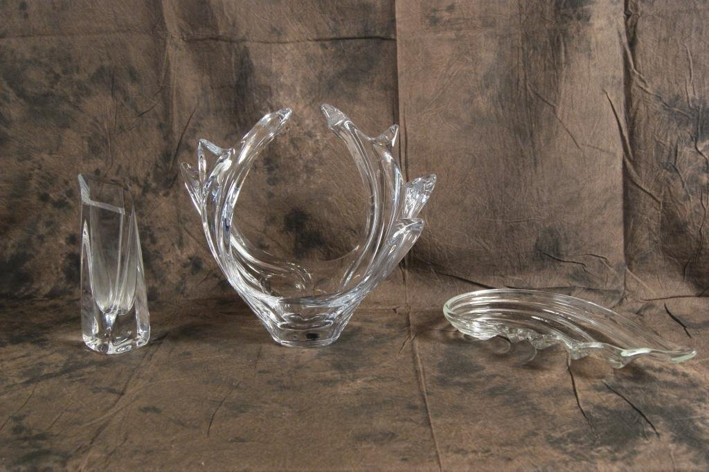 18: Collection of 3 crystal art glass pieces