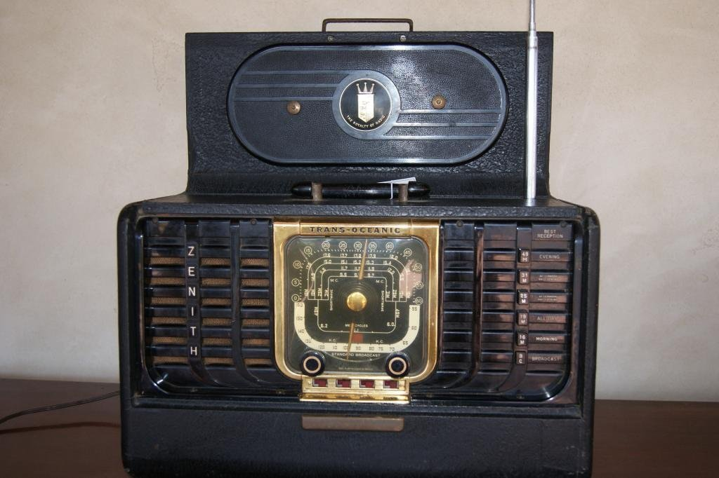 40: Zenith portable Trans-Atlantic Radio