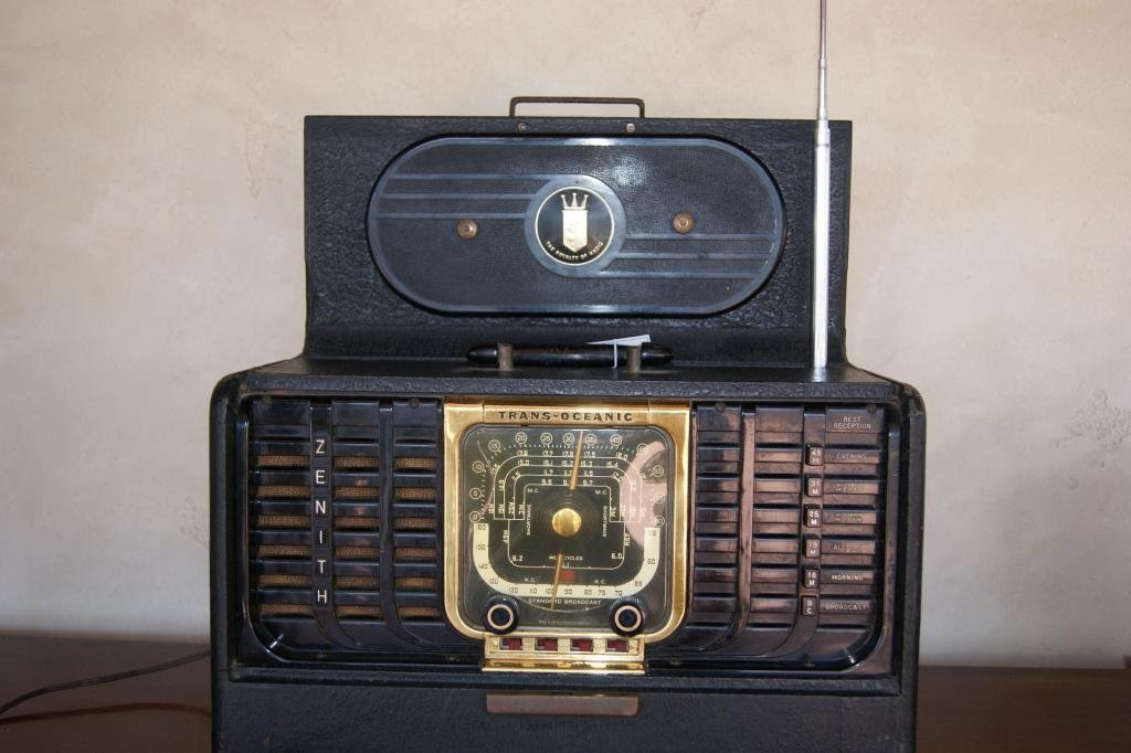 40: Zenith portable Trans-Atlantic Radio - 2