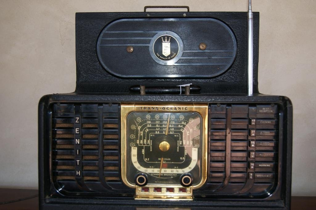 40: Zenith portable Trans-Atlantic Radio - 3
