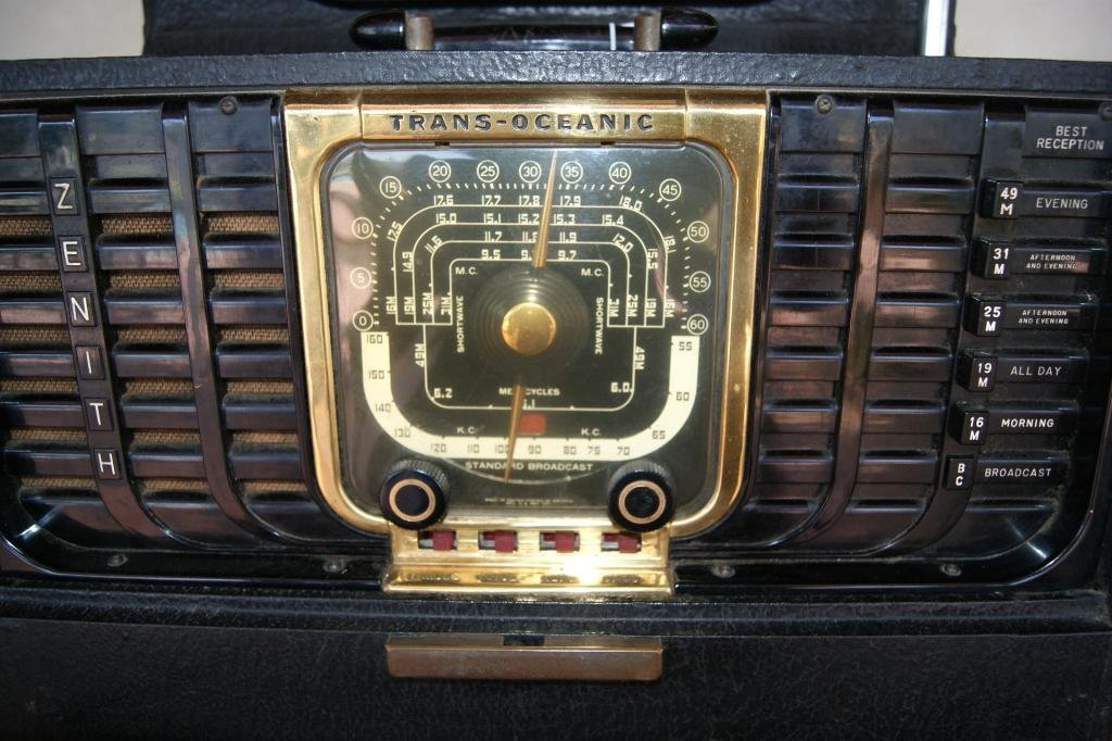 40: Zenith portable Trans-Atlantic Radio - 5