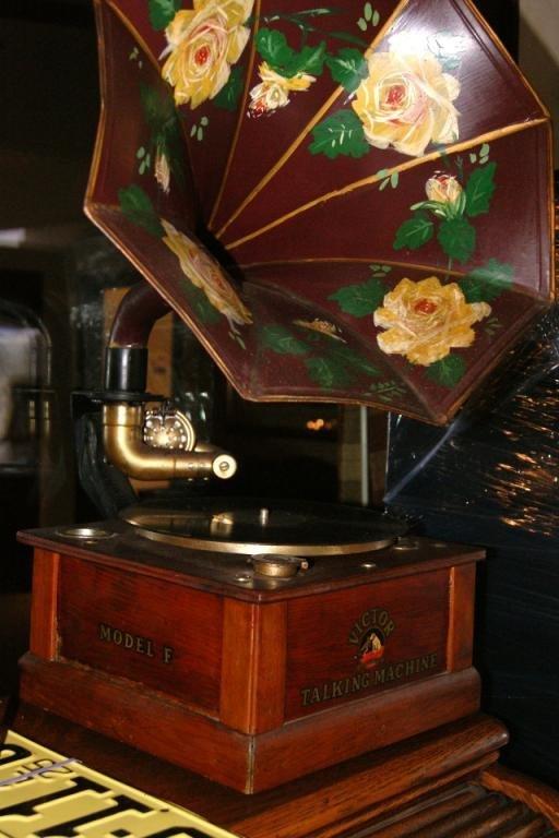 73: Antique Victor talking machine